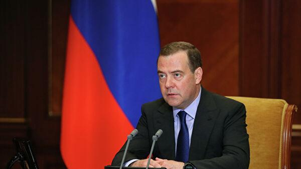 Медведев: ипотека доступна лишь половине семей в России